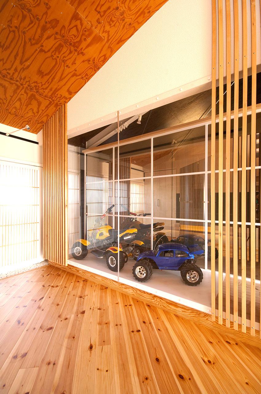 窓の向こうには大事なマシーンが展示されています